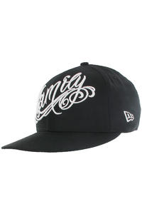 Famous Snapback Cap (black white)